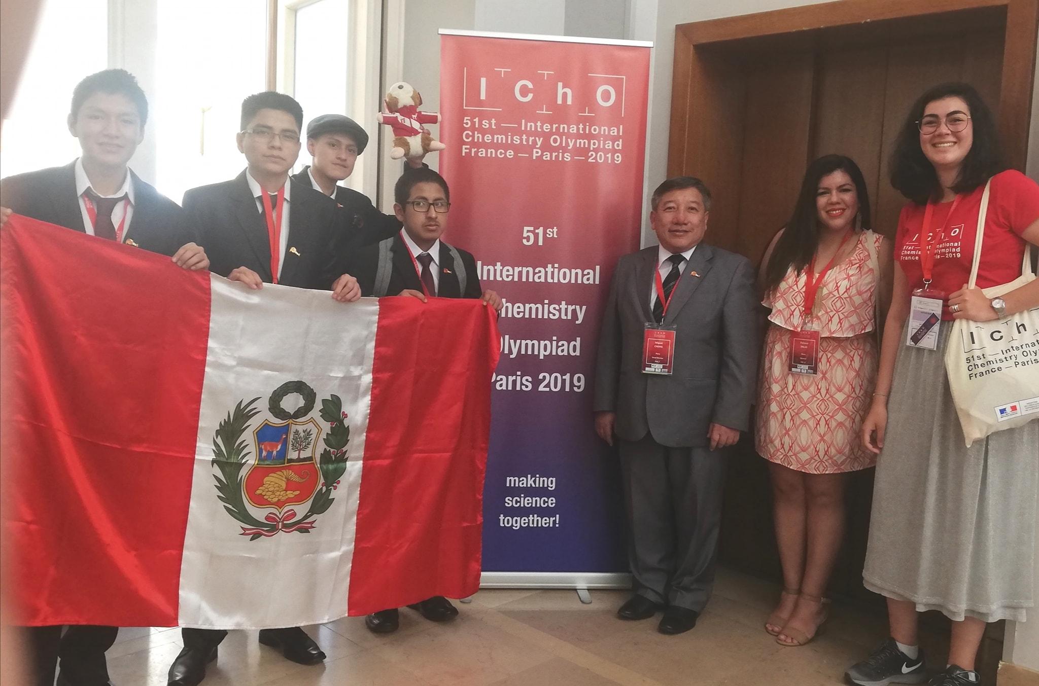 Estudiantes peruanos y profesores PUCP participan en la 51° Olimpiada Internacional de Química