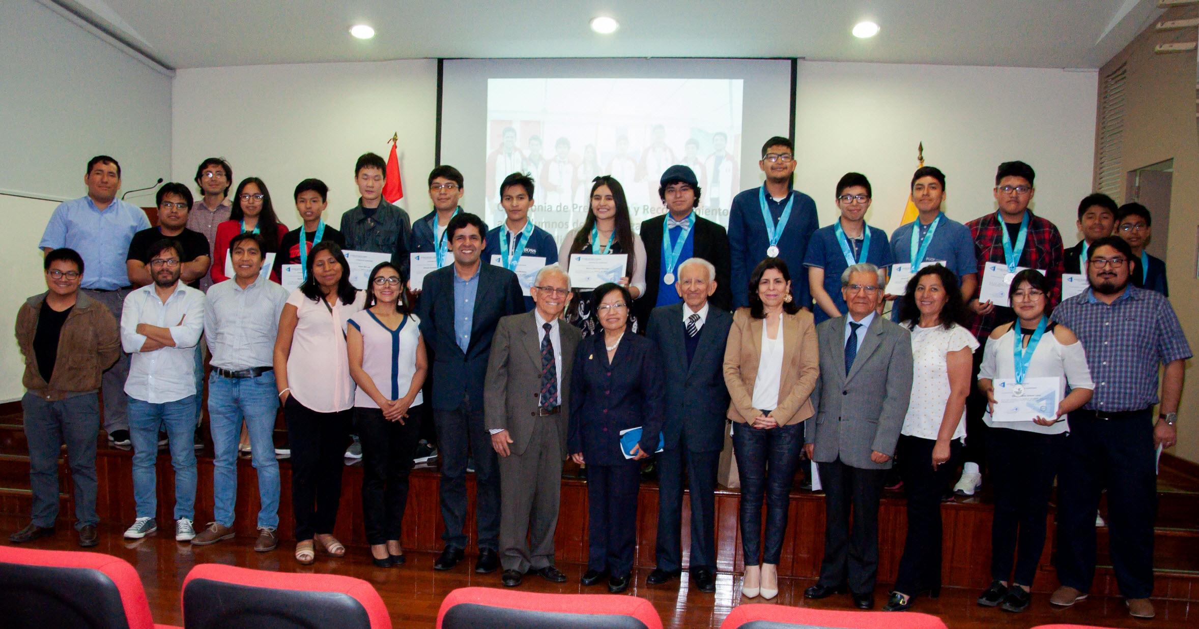 Ceremonia de reconocimiento de las delegaciones peruanas de las Olimpiadas Internacionales de Matemáticas 2019