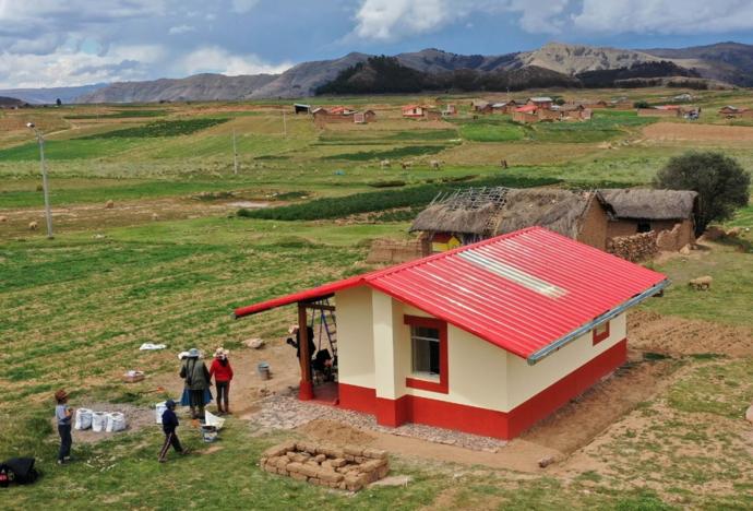 Tecnología contra las heladas: la PUCP trabaja en este proyecto que construirá 25,000 Casas Calientes